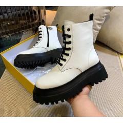 Белые грубые ботинки на толстой платформе