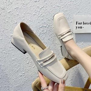 Білі балетки з квадратним носком