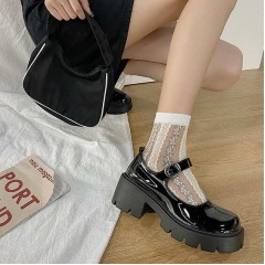 Лаковые ретро туфли черные на низкой грубой подошве