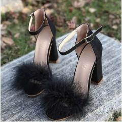 Черные босоножки с пушком на толстом каблуке