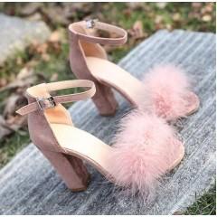 Розовые босоножки с пушком на толстом каблуке