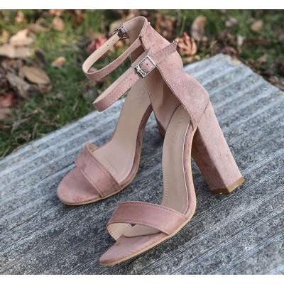 Розовые босоножки на толстом каблуке