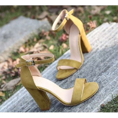 Желтые босоножки на толстом каблуке