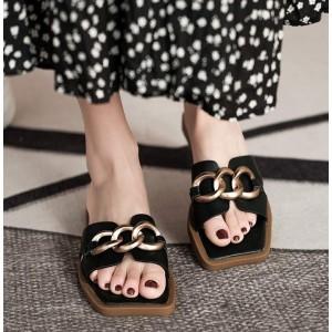 Черные тапочки с квадратным носком и плоской подошвой