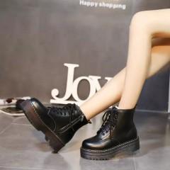 Женские ботинки на высокой подошве черные