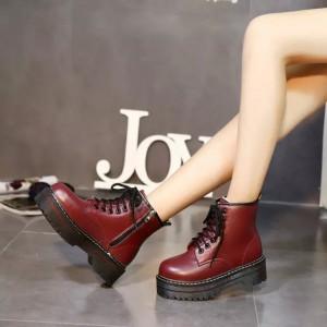 Женские ботинки на высокой подошве бордовые