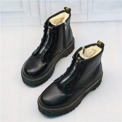 Теплые ботинки на масивной подошве с мехом - черные