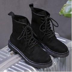 Высокие женские ботинки на шнуровке черные