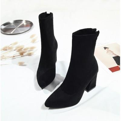 Черные сапоги с острым носком