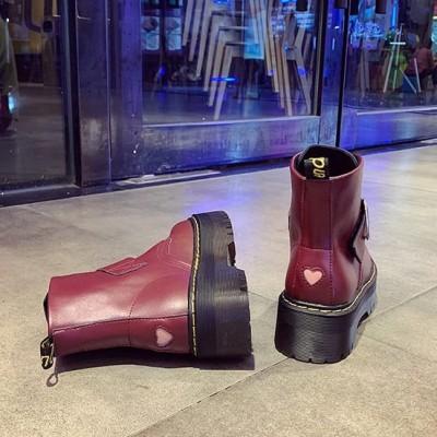 Массивные бордовые ботинки с сердечкам на ремешке