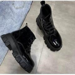 Низкие лаковые ботиночки на тракторной подошве