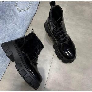 Низькі лакові черевички на тракторній підошві