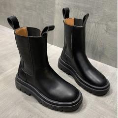 Высокие грубые женские ботинки