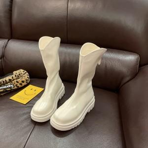 Белые ботинки трубы средние