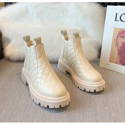 Стеганые ботинки челси на меху зимние молочные