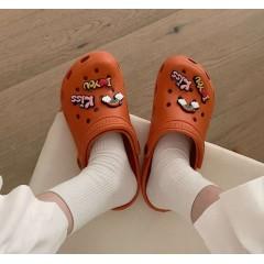 Оранжевые пляжные кроксы
