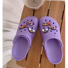 Фиолетовые пляжные кроксы