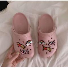 Розовые пляжные кроксы