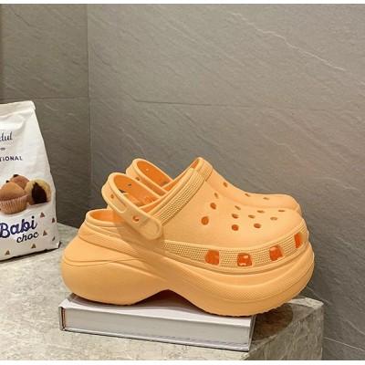 Оранжевые кроксы на высокой подошве
