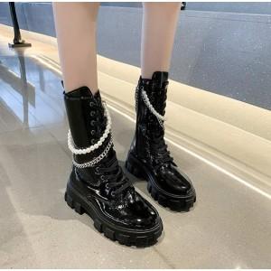 Лаковые черные ботинки на шнуровке высокие с цепочкой