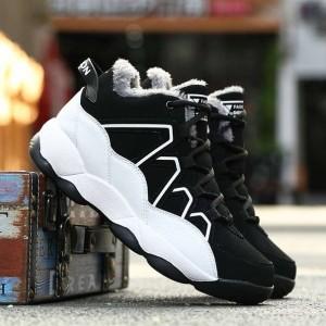 Теплі чорні кросівки чоловічі на білій підошві