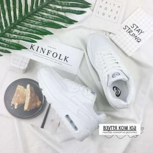 Білі кросівки на шнурівці