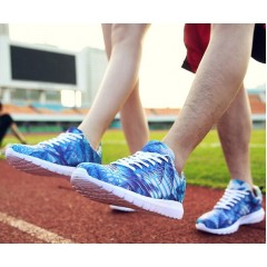 Кроссовки летние с синим принтом