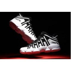 Черные спортивные кроссовки высокие