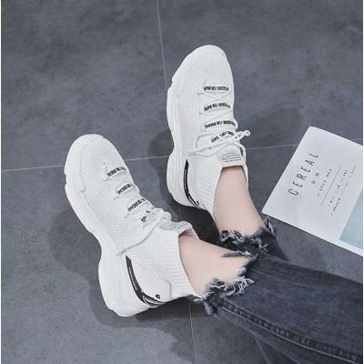 Белые кроссовки с зубами на задниках