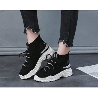 Черные кроссовки с зубами на задниках