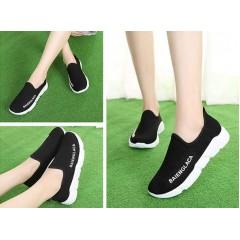 Спортивные черные кроссовки без шнуровки
