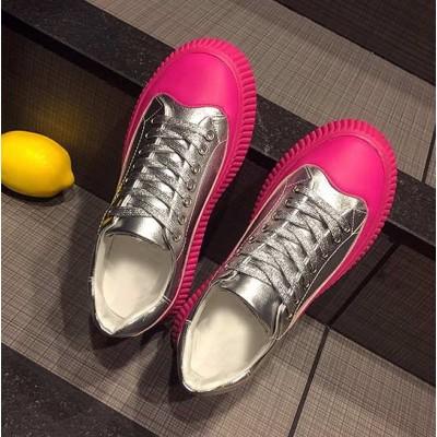 Серебряные кроссовки на высокой цветной розовой подошве