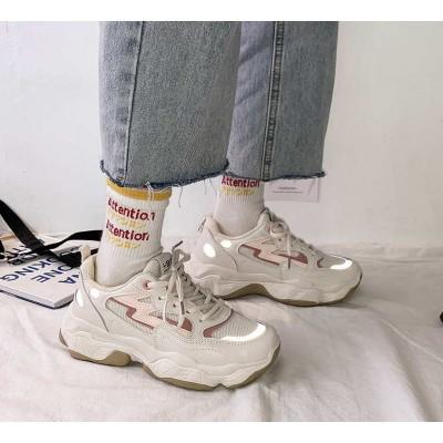 Женские кроссовки разноцветные со светоотражающей полоской на носке
