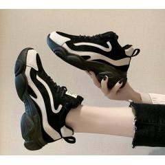 Теплые женские замшевые кроссовки черные с белой полоской