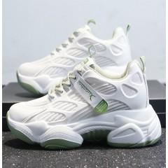 Летние кроссовки в сетку на массивной зеленой подошве