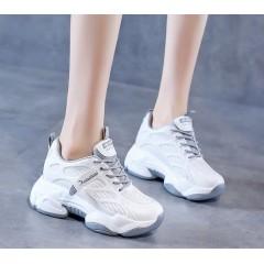 Летние кроссовки в сетку на массивной серой подошве