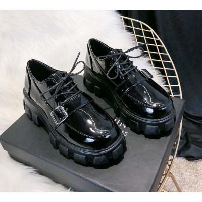 Женские туфли броги лаковые на тракторной подошве