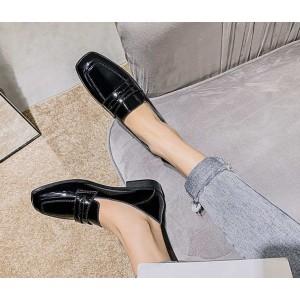Женские черные классические лаковые туфли лоферы