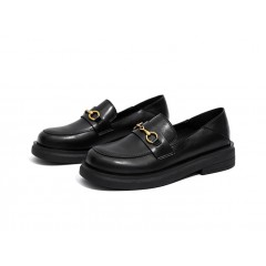 Кожаные черные лоферы  для девушки