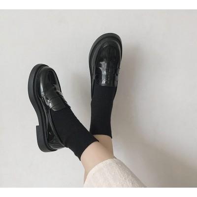 Лаковые классические лоферы на низком каблуке черный лак