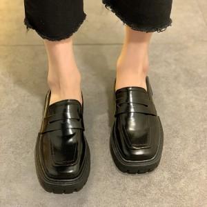 Грубі жіночі туфлі лофери з квадратним носом - чорні