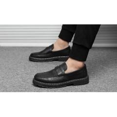Черные мужские туфли с прессованной кожи