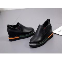 Черные женские туфли на танкетке