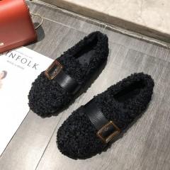 Теплые мокасины черные с ремешком