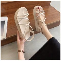 Белые римские сандали на толстой подошве и резинке
