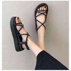 Черные римские сандали на толстой подошве