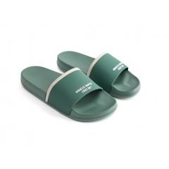 Нескользящие тапочки на толстой подошве зеленые
