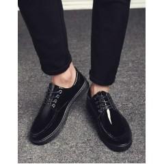 Мужские лаковые черные туфли с круглым носком