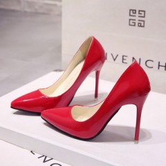 Красные лакированные туфли с острым носком