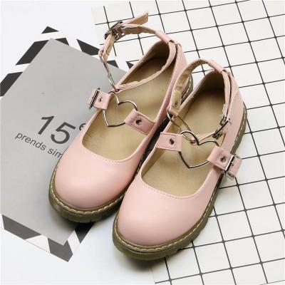 Туфли на низком ходу с металлическими сердечками на ремешках